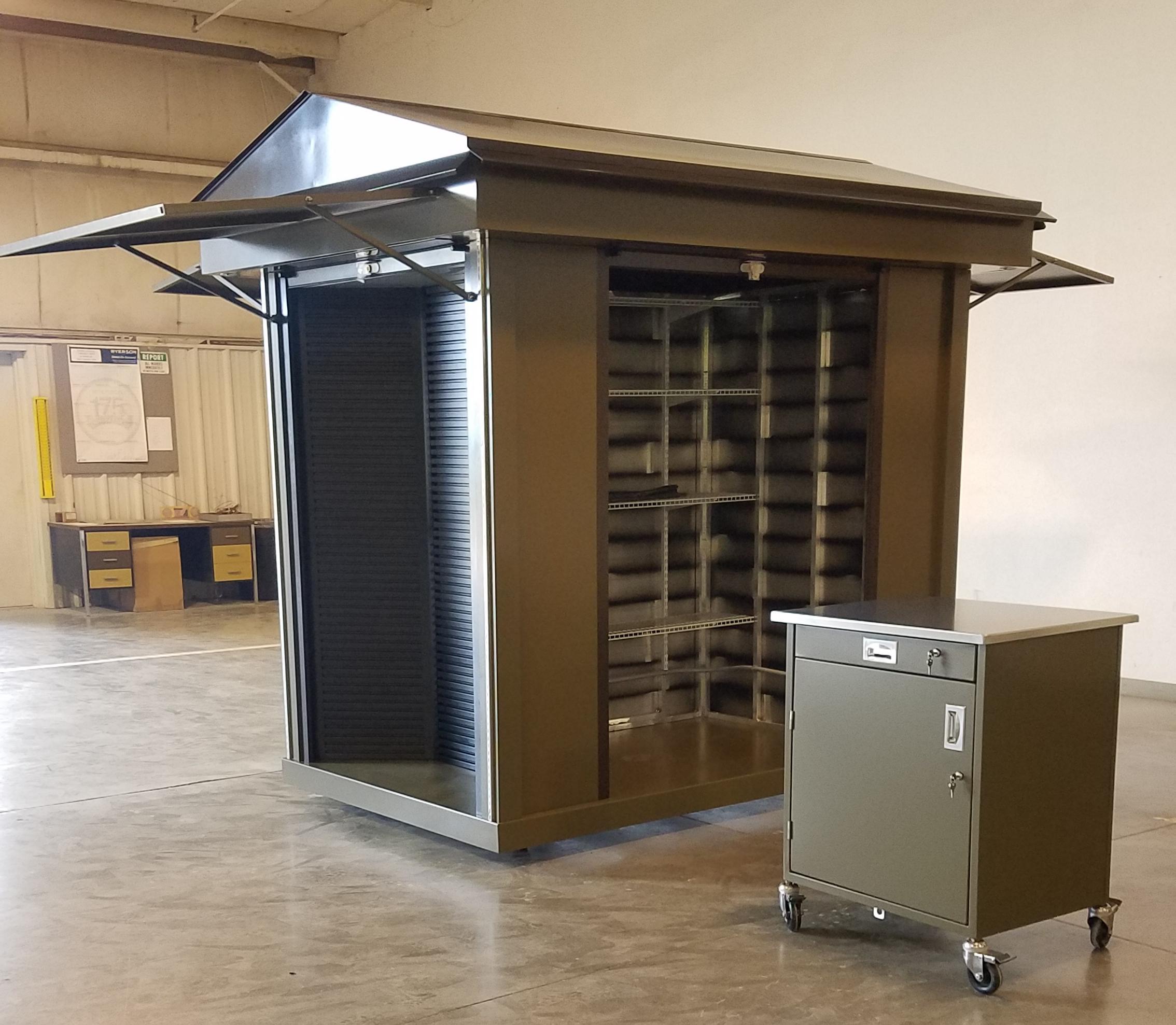Lancer Oklahoma Zoo Slatwall Kiosk with POS Cart
